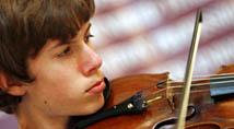 Model violinist